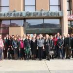 Заједничка фотографија предавача, организатора и учесника испред Народне библиотеке Бор