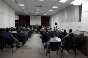 Жика Ракић је са пријатељима, пред пуном салом суграђана, представио своје књиге песама,